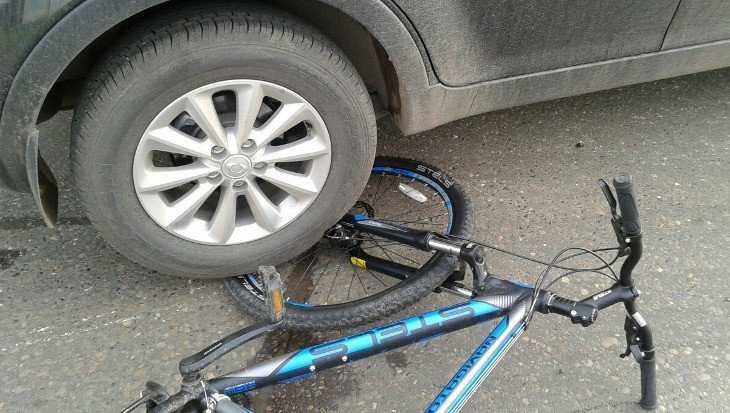 В Сельцо семилетняя велосипедистка упала на ехавший рядом автомобиль