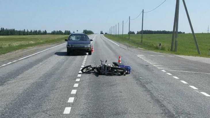 Под Новозыбковом автомобиль сбил на трассе скутер с пенсионером