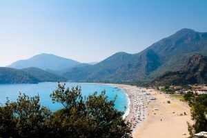 Не улетевшие в Грузию туристы обменивают путевки на другие моря