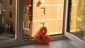 В Брянске семилетний мальчик выпал из окна пятого этажа