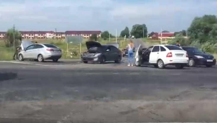 Под Брянском на объездной дороге произошло массовое ДТП