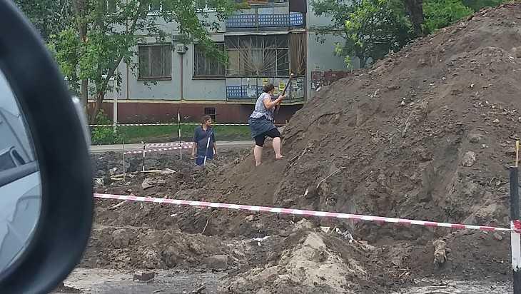 В Брянске цыгане начали искать золотой запас на Авиационной улице