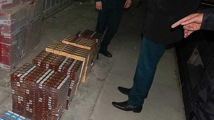 У двоих брянцев изъяли 387 500 пачек контрафактных сигарет