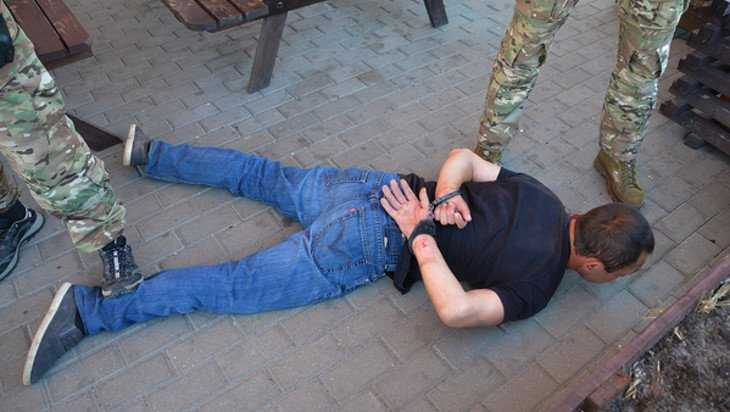 В Брянске сотрудники ФСБ задержали «черных копателей» со взрывчаткой