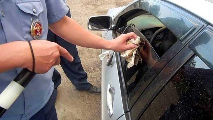 В Брянске ГИБДД будет выявлять чрезмерно тонированные автомобили