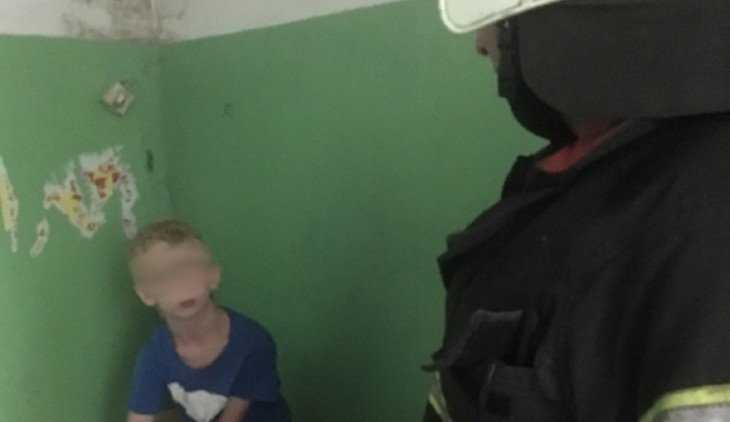 Брянские спасатели сняли 8-летнего ребенка с крыши пятиэтажки