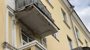 В Брянске покрылись «морщинами» самые красивые дома проспекта Ленина