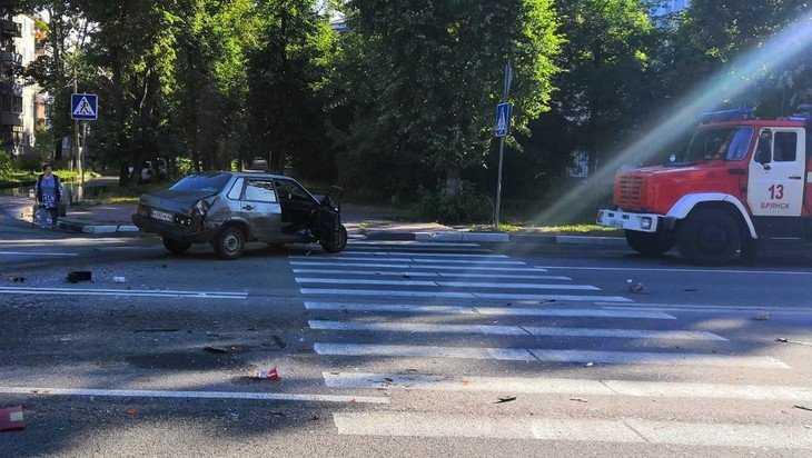 В Брянске молодой пьяный водитель врезался в бензовоз