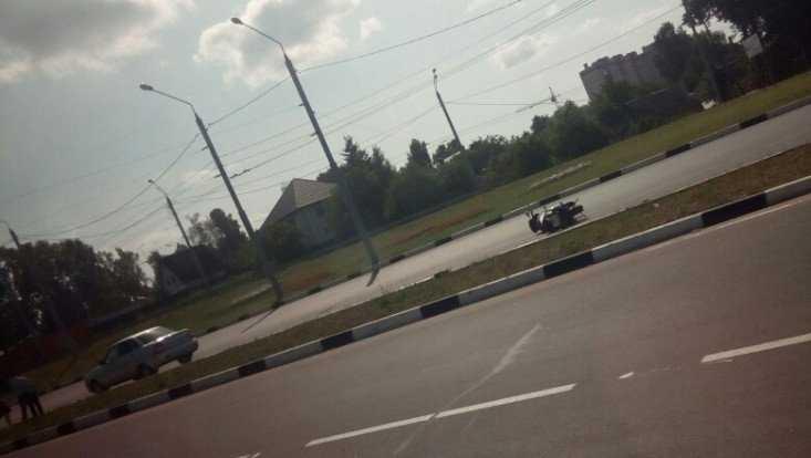 В Брянске на Городище упала и покалечилась мотоциклистка