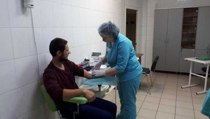 В Брянске сдали кровь 25 участников акции «Спасём жизнь вместе»