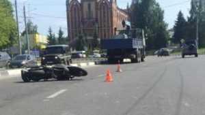 В Брянске мотоциклистка разбилась при наезде на плитку