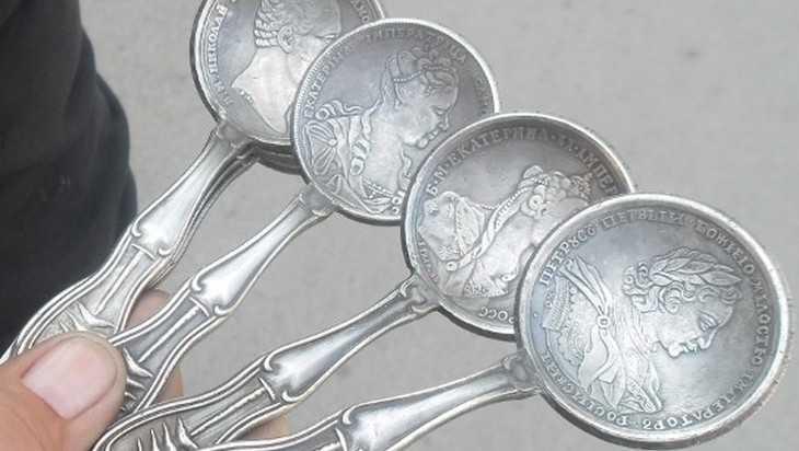 В Брянске отловили повторно продавцов китайских ложек из монет