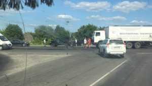Под Брянском на объездной дороге столкнулись грузовик и внедорожник