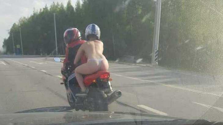 По брянской трассе пронеслась голая девушка на мотоцикле