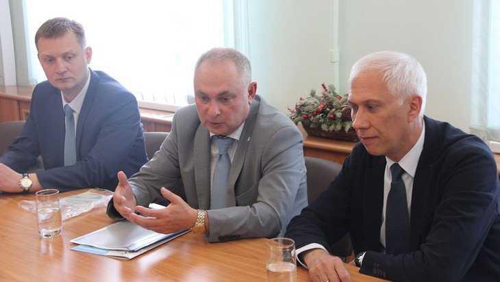 В Брянском правительстве обсудили строительство спортивных сооружений
