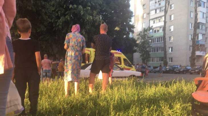 В Брянске сообщили, что мужчина выбросил жену из окна