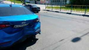 В Брянске на Городищенской горке столкнулись три легковушки