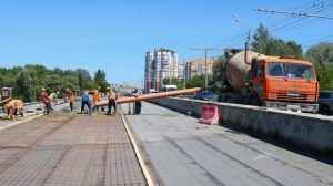 В Брянске рабочие приступят к асфальтированию Первомайского моста