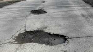 Гендиректора «Дорожника» оштрафовали за 29 ям на дороге в Стародубе