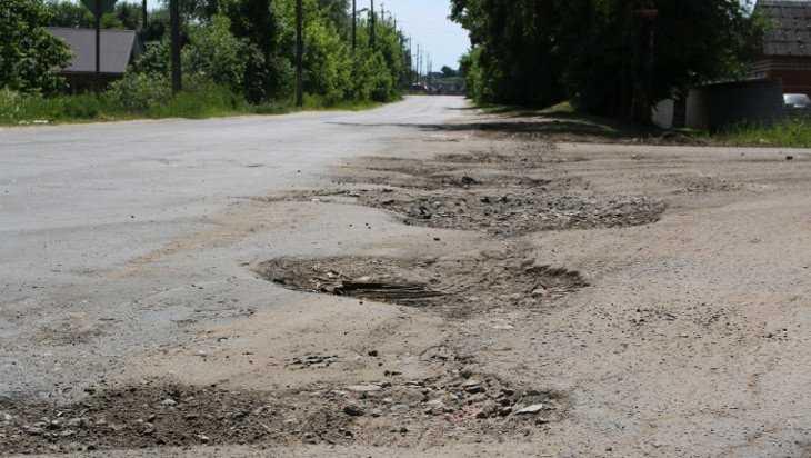 В Клинцах погибла 26-летняя автомобилистка, врезавшись в дерево
