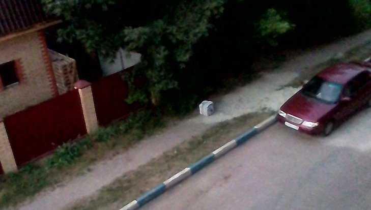В Брянске оставленный на улице подозрительный чемодан вызвал переполох