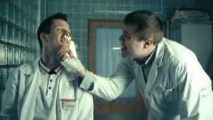 Брянцы пожаловались на беспрерывно курящего врача травмпункта