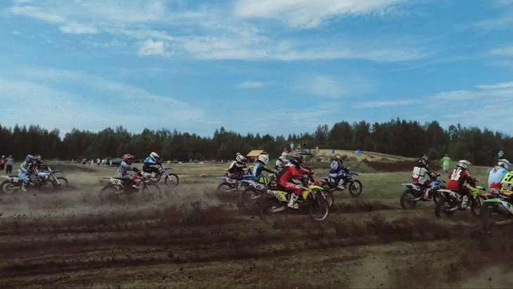 В Ивот на мотогонки приехали гонщики со всей России и даже из Италии