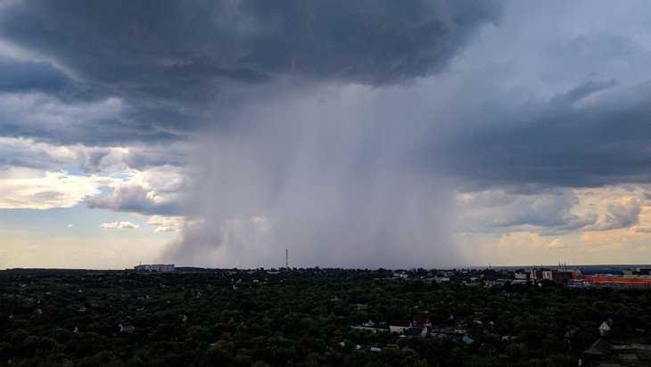 В Брянске во время грозы произошло редкое погодное явление