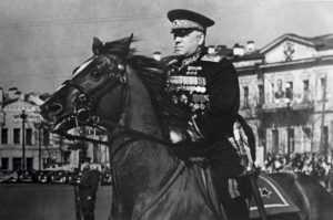 Бандеровцы в Харькове свалили бюст маршала Жукова