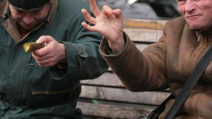 Житель Сельцо оставил случайного собутыльника без телефона и денег