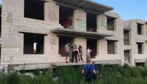 В Брянске сотрудники МЧС спасли 12-летнюю девочку от гибели на стройке