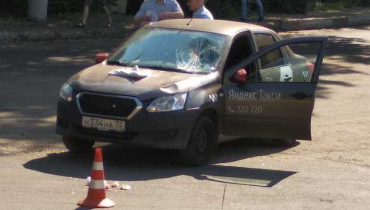 В Брянске водитель «Яндекс. Такси» сбил двух женщин