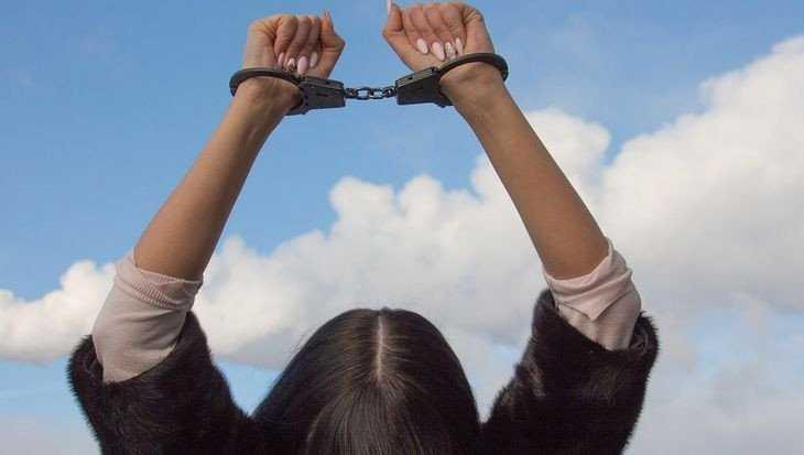 В Клинцах 22-летняя воровка похитила у подруги 15000 рублей
