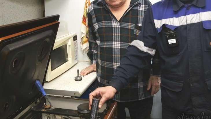 Воровская парочка разыграла брянского пенсионера на 69 000 рублей
