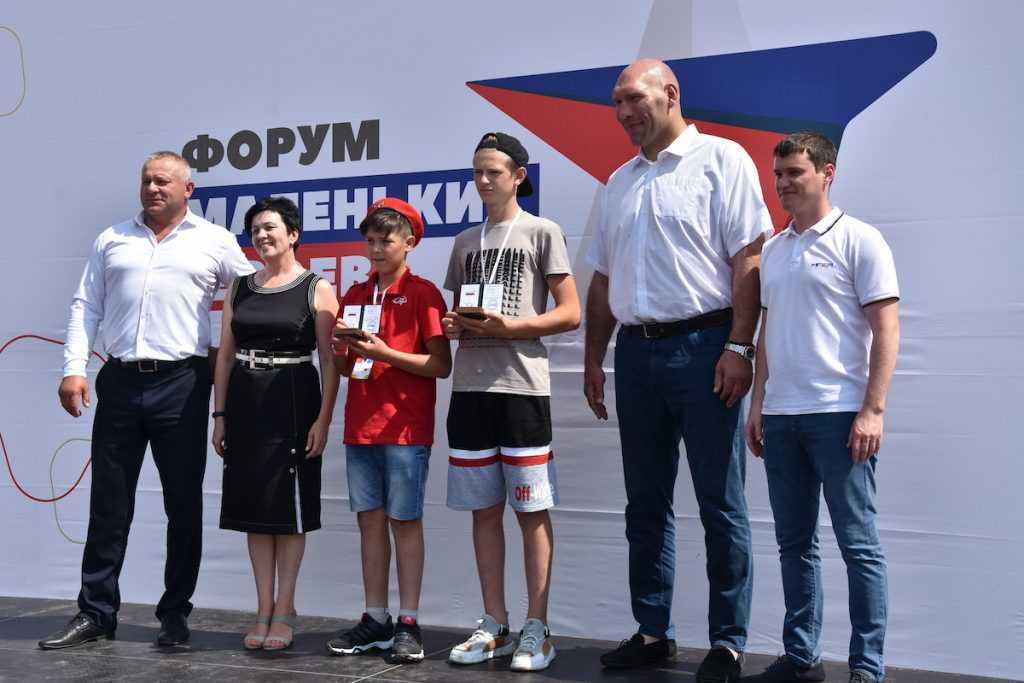 Юные брянские герои получили заслуженные награды