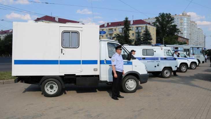 Брянской полиции передали шесть новых автомобилей и 200 планшетов
