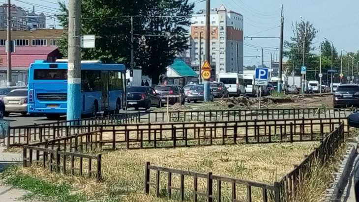 Брянск сковала огромная пробка до ТРЦ «Аэропарк» до Красноармейской