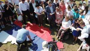 Губернатор Богомаз и брянские политики собрали из пазлов карту России