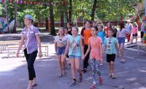 Обед в брянском лагере в День России дети заслужили русской песней