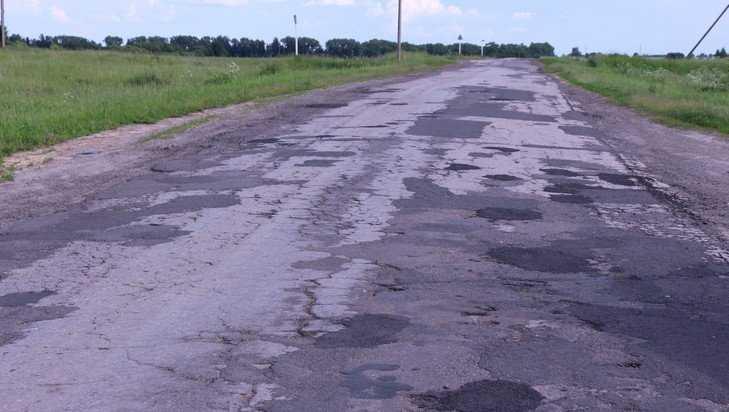 Дорога в Жирятинском районе побила все рекорды по числу заплат