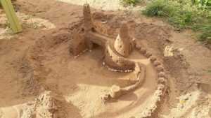 Брянцев восхитил построенный мамой с ребенком замок из песка