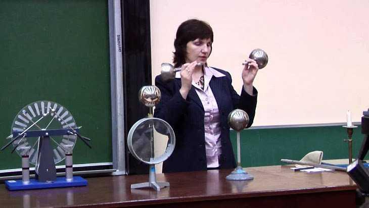 В Брянске заявили о нехватке учителей начальных классов и физики