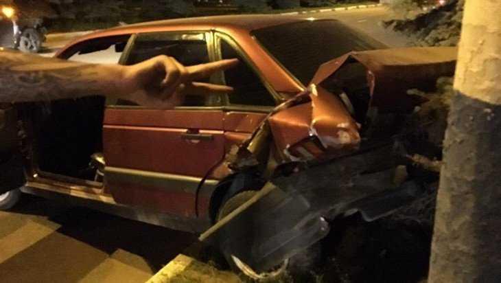 В Брянске возле Бежицкого отдела полиции столкнулись два автомобиля