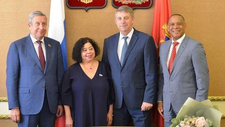 Брянский губернатор поговорил с послами Никарагуа и Доминиканы о дыме
