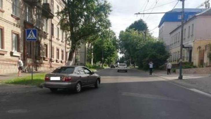 В Брянске на улице Урицкого сбили мать с ребенком на руках