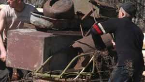 В Клинцах поймали семейку ночных охотников за металлом