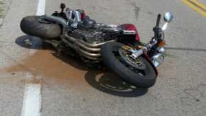 Под Брянском мотоциклист размозжил ногу при падении