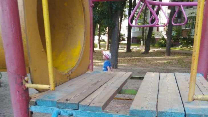 В Брянске девочка провалилась на детской горке в сквере Гайдукова