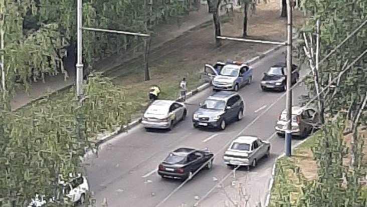 В Брянске такси попало в ДТП на улице Крахмалёва