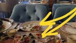 В брянском ресторане посетителей угостили роскошным блюдом с мухами